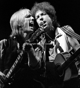 Tom-Petty-and-Bob-Dylan-Great-Woods-1986